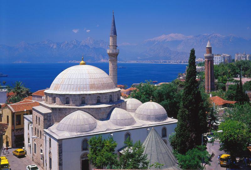 Blick auf die Pasa Moschee und das Yivli Minare, Antalya Stadt, Antalya, Türkei