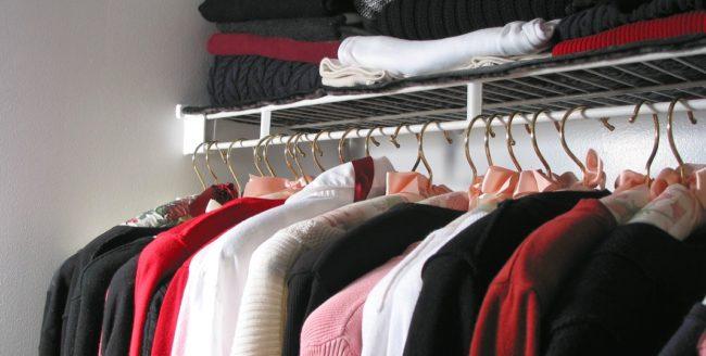 Cum să te îmbraci bine şi ieftin