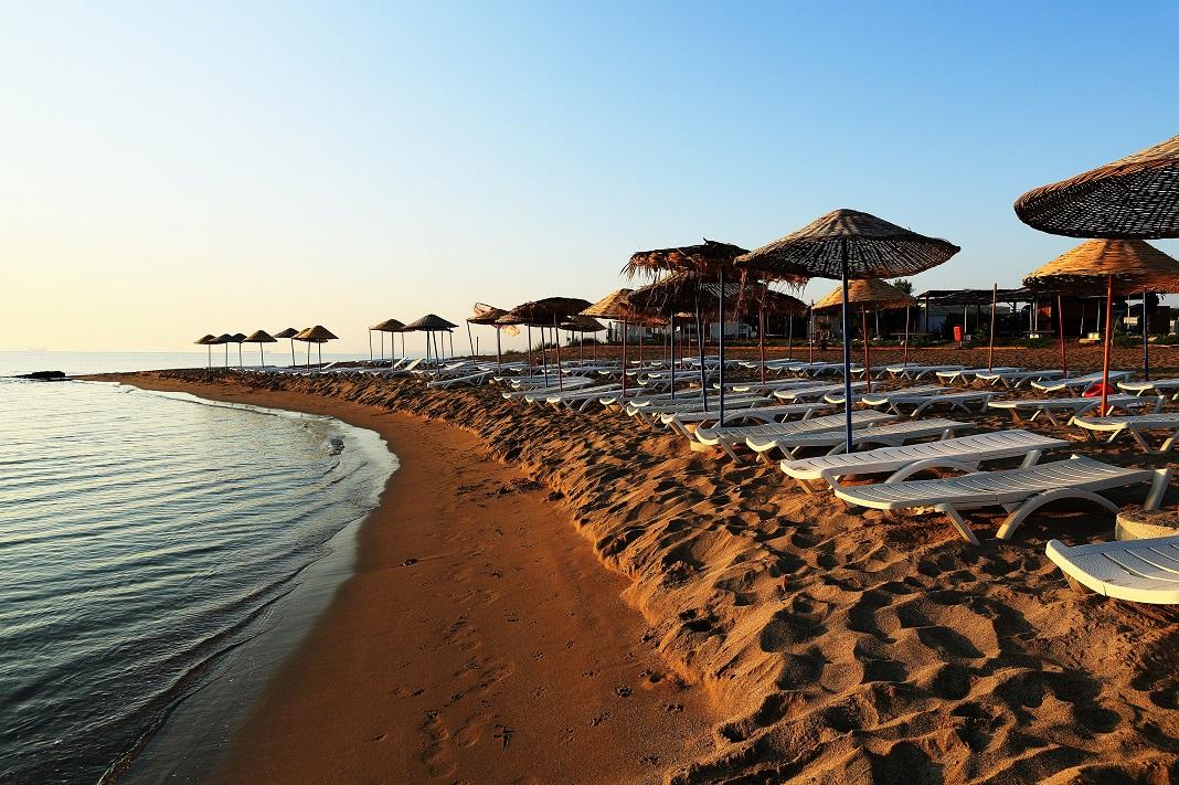 cipru-plaja-mare-soare-nisip-vacanta