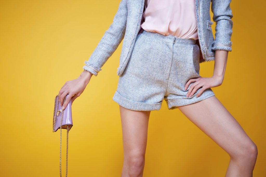 outfit-costum-cu-pantaloni-scurti_69852225