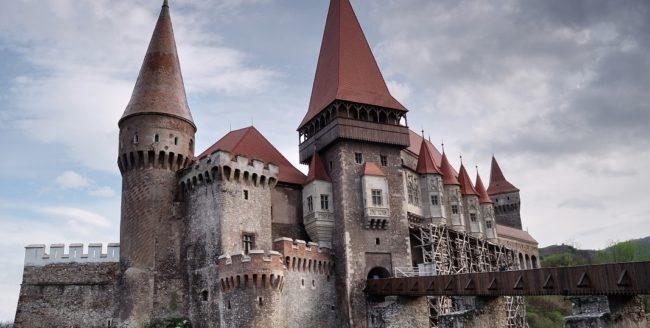 Castelul Corvinilor - prezent la un târg internaţional de turism cu o aplicaţie ce permite un tur virtual