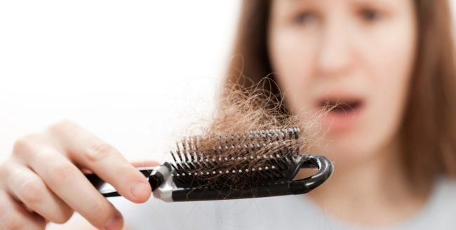 10 cauze ale căderii părului