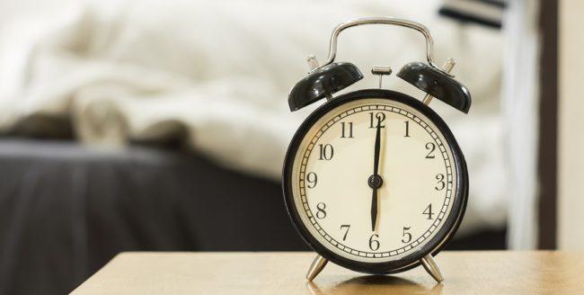 Cum să te trezești mai repede dimineața