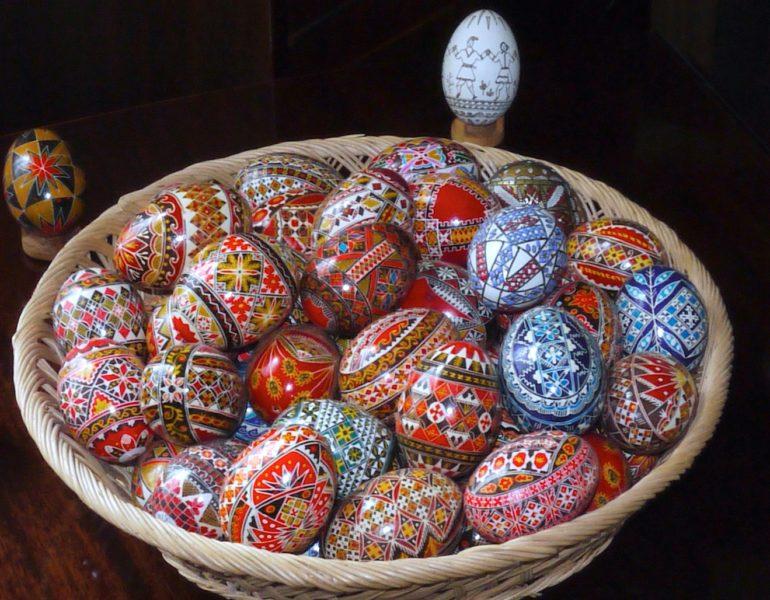 Despre_vopsirea_naturală_și_tehnici_de_încondeiere_a_ouălor