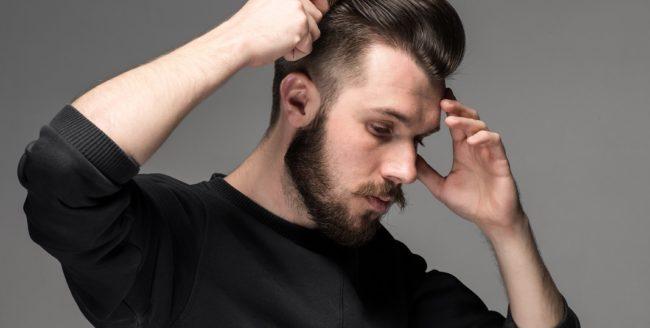 Cum își îngrijesc bărbații părul