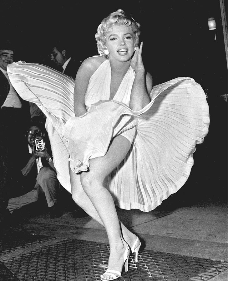 729px-Marilyn_Monroe_photo_pose_Seven_Year_Itch