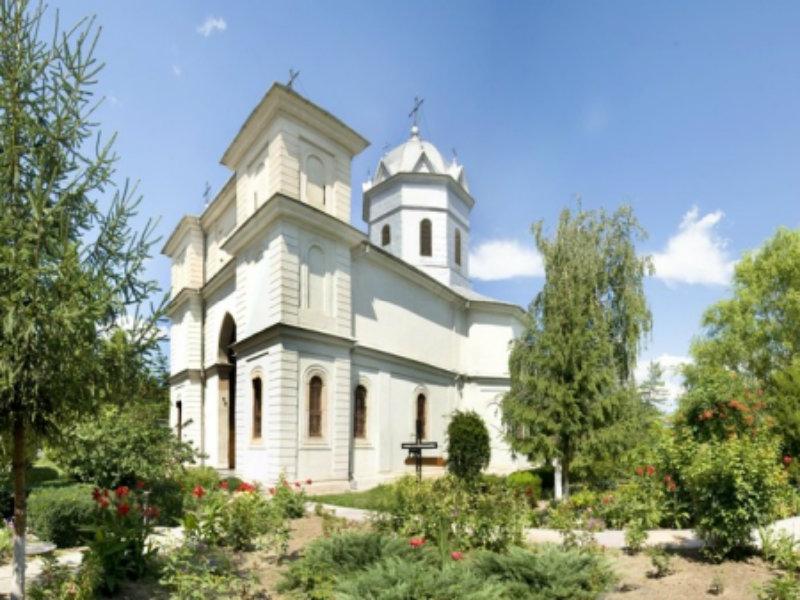 """Mănăstirea """"Sfinţii Voievozi"""" din Slobozia"""