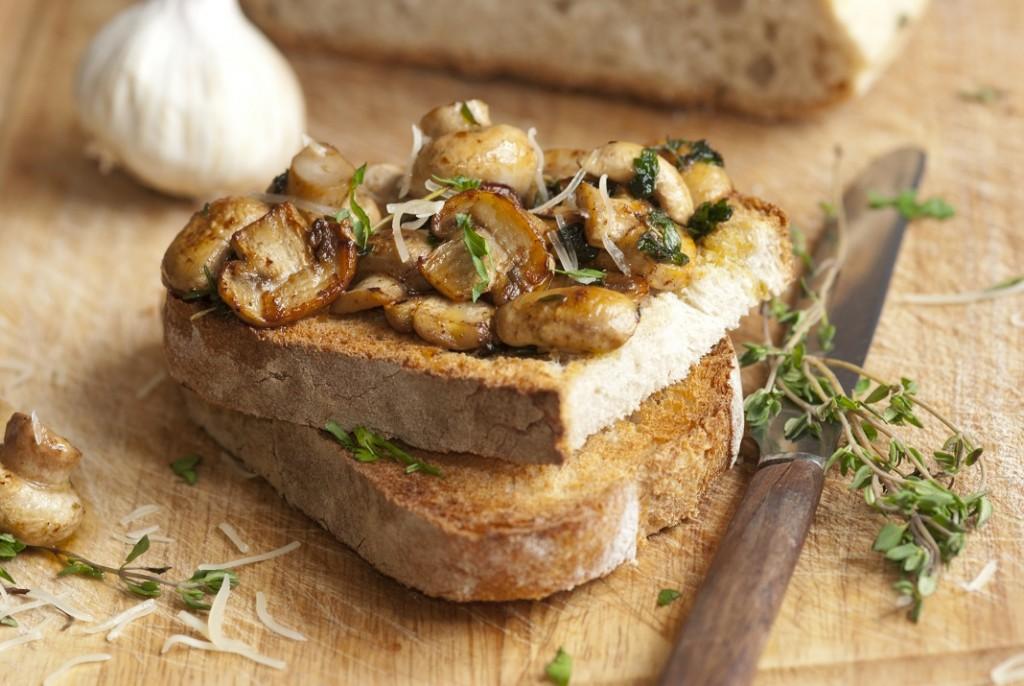 ciuperci-pe-paine-prajita_19535073