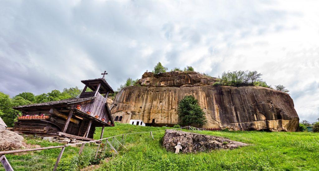manastirea-corbii-de-piatra_48953933