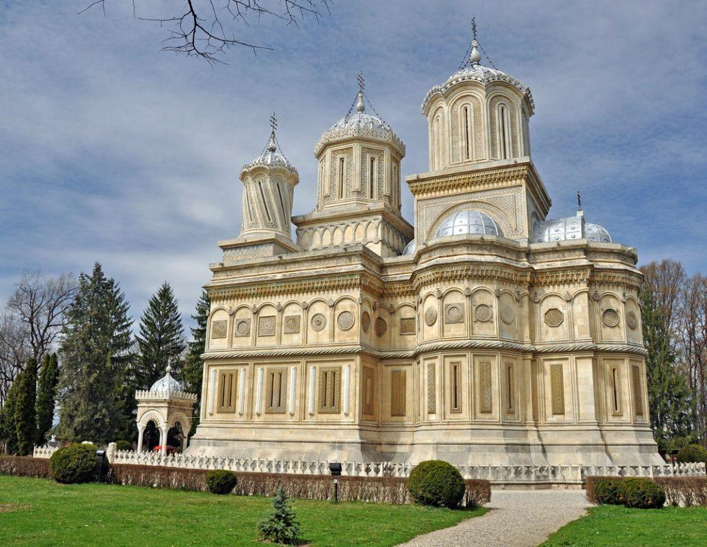 manastirea-curtea-de-arges_24339540