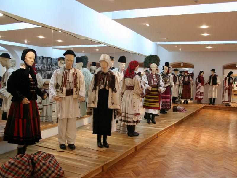 muzel etnografic - sala pavilionara