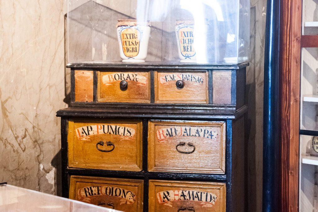 muzeul-farmaciei_50442280