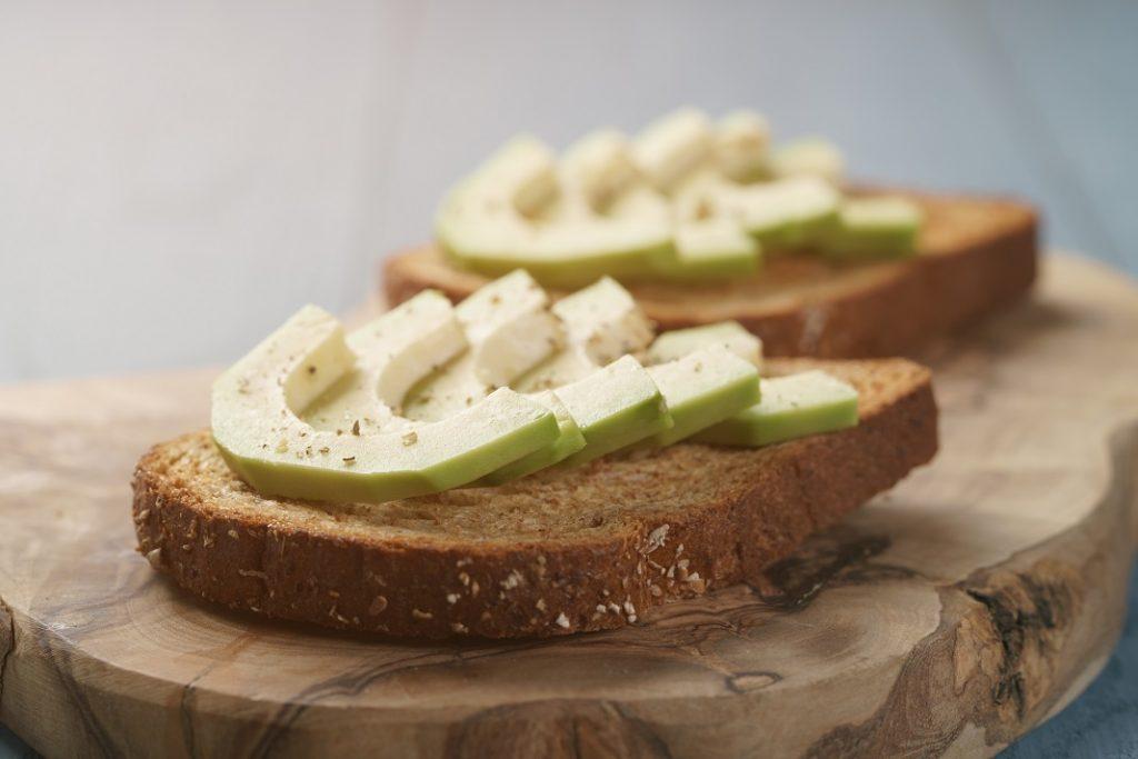 avocado-pe-toast_70352140