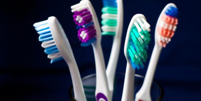 Tot ce trebuie să știi despre periuța de dinți