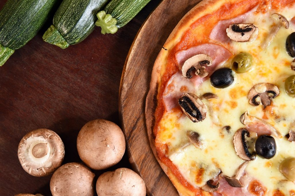 pizza-cu-ciuperci_52183371