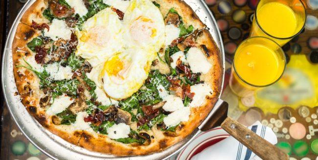 5 idei de pizza pentru micul dejun