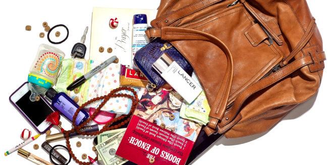 7 Lucruri esențiale pe care trebuie să le ai în geantă