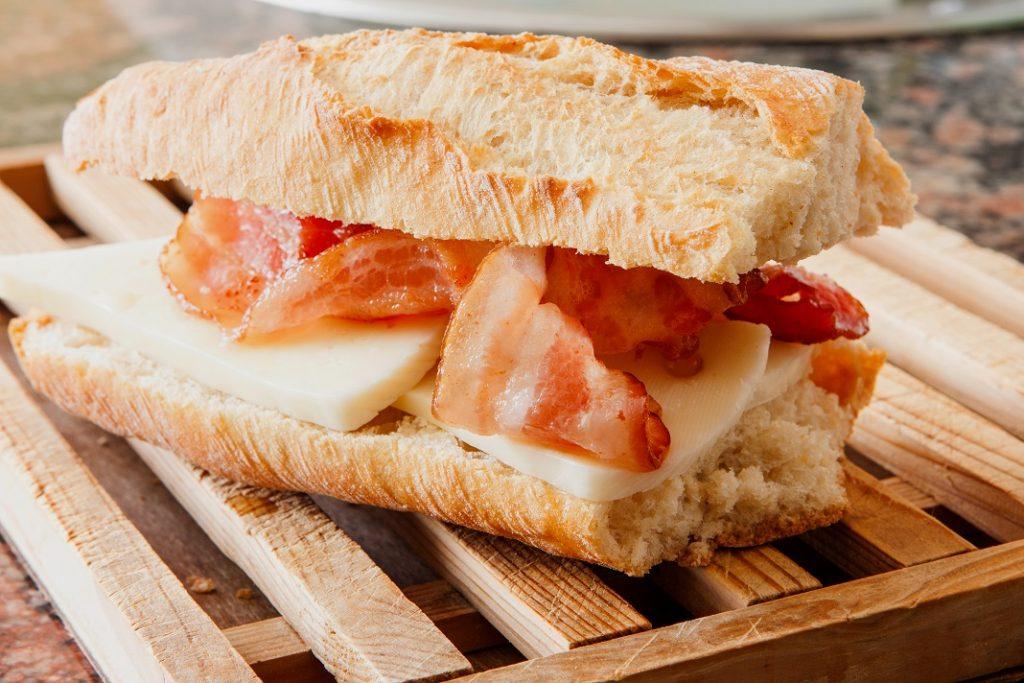 sandvis-cu-bacon_29757599