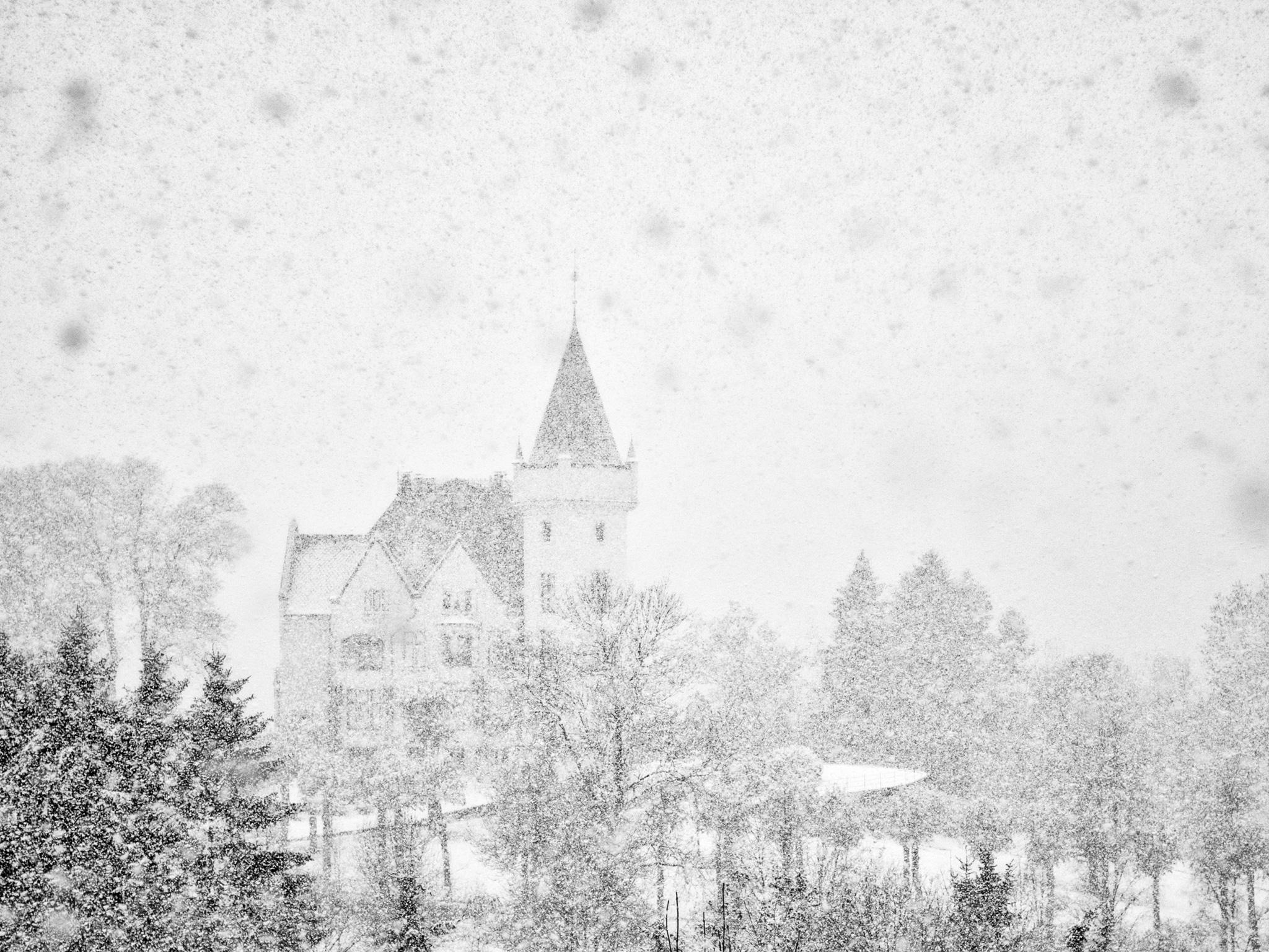 5682ab26c2ebbef23e7dbc4f_snow-castles-gamlehaugen-castle-bergen-norway-cr-getty