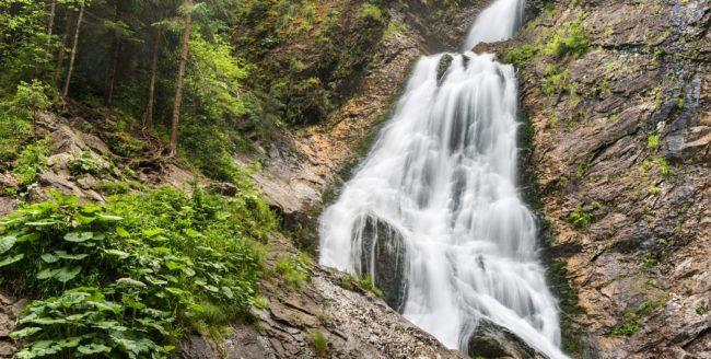 Vălul Miresei, cea mai spectaculoasă cascadă din Transilvania