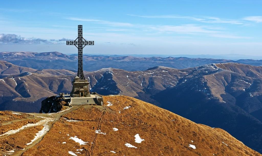 crucea-caraiman-muntii-carpati-romania_62762495