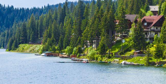 Stațiunea Beliș-Fântânele și legenda lacului blestemat