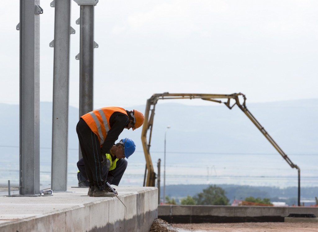 muncitori-platforma-de-purificare_54763807