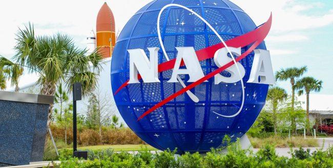 Elevi români, câștigători ai unor competiții școlare organizate de NASA şi ESA