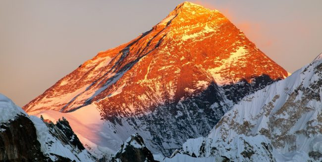 Curiozități despre Everest, cel mai înalt vârf din lume