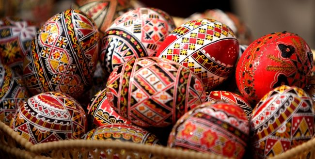 Ouă încondeiate în jurul lumii