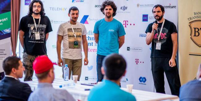 Un dispozitiv care măsoară intensitatea solară şi puterea vântului, câștigătorul hackathon-ului Techsylvania