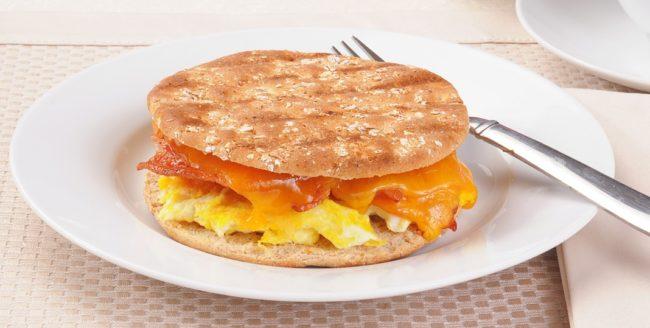 Sandviș de mic dejun la tigaie