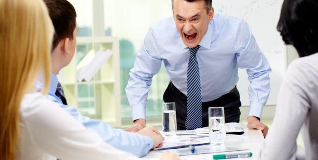 Cum să te descurci cu un şef arogant