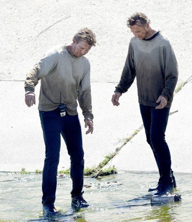 Liam Neeson si dublura sa Mark Vanselow