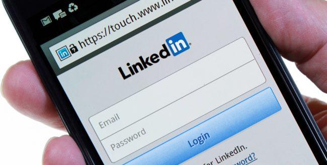 Rețeaua socială LinkedIn va fi preluată de Microsoft