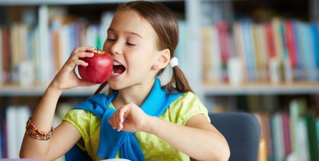 """Elevii vor înlocuirea merelor în programul """"Fructe în școli"""""""