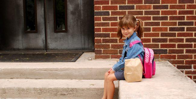 Peste 3 milioane de copii încep școala astăzi