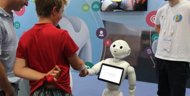 Elevi clujeni, inițiați în robotică
