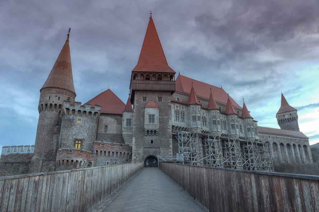 castelul-corvinilor_36934859