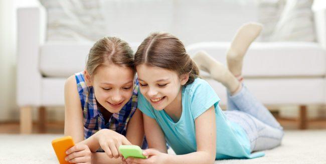 [Studiu] Copiii din România petrec aproape 5 ore pe zi pe rețelele sociale