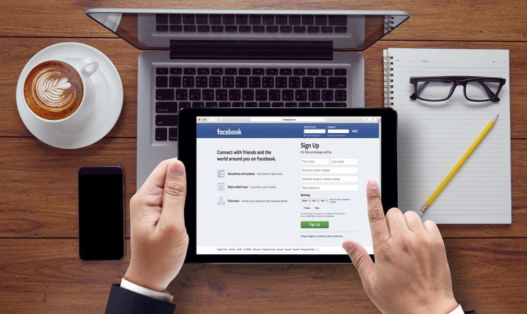 facebook-la-munca