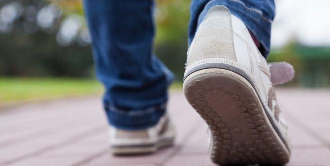 Sănătatea oamenilor beneficiază de pe urma a 3000 de pași pe zi, în ritm alert