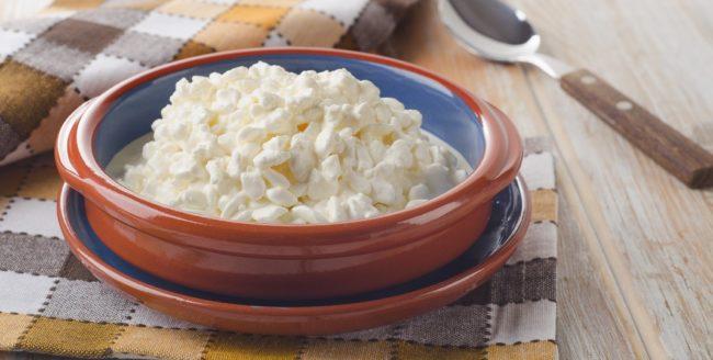 4 motive pentru care să adaugi brânza de vaci la micul dejun