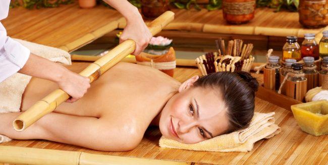 Masajul cu bețe de bambus înlătură celulita și ne scapă de oboseală