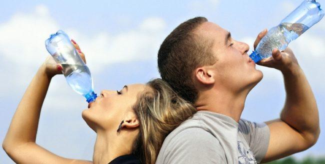 7 semne că nu ai băut suficientă apă și organismul este deshidratat