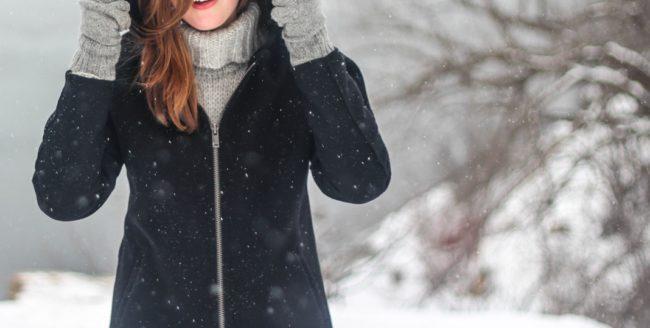 Patru trucuri pentru a-ți proteja părul pe timpul iernii