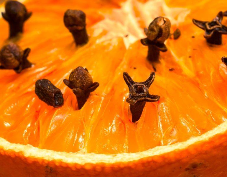 parfumarea casei cu arome de portocale si cuisoare