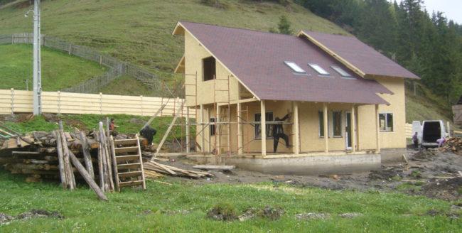Casă din piatră sau casă din lemn?