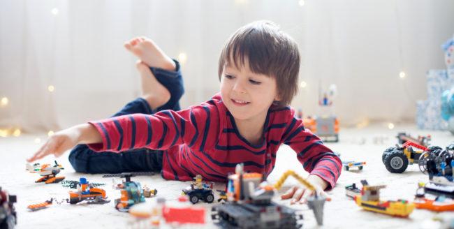 Cum alegi cadouri de care copiii nu se vor plictisi niciodată?