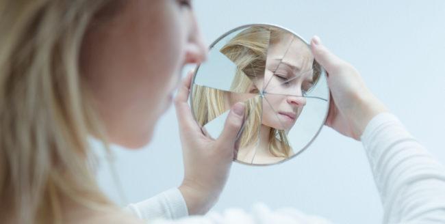Cum ne afectează social media stima de sine
